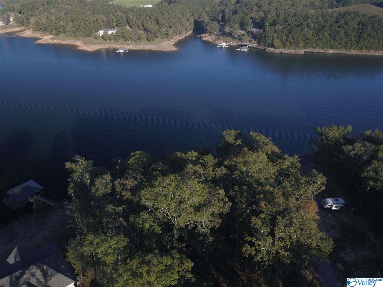 Photo of home for sale at 34 Edgewater Bend Road, Double Springs AL