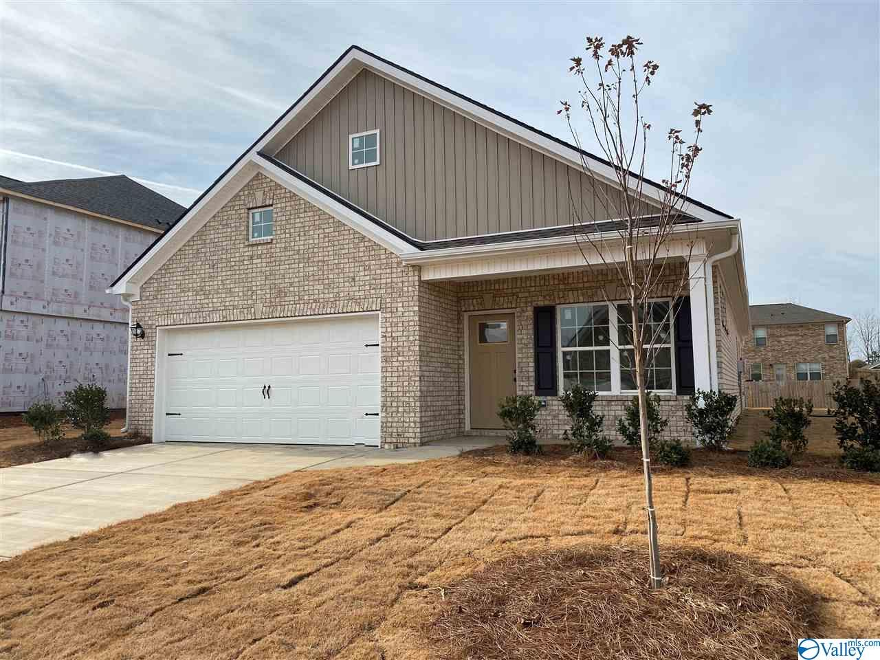 Photo of home for sale at 118 Morning Dew Road, Toney AL