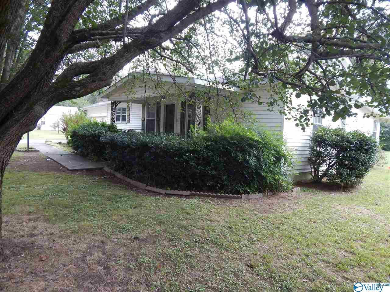 Photo of home for sale at 168 College Avenue, Collinsville AL