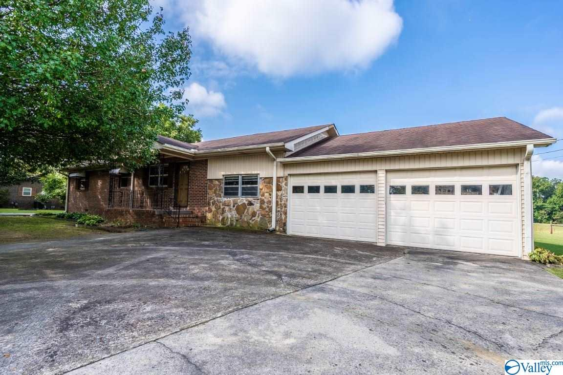 Photo of home for sale at 763 Mcville Rd, Boaz AL