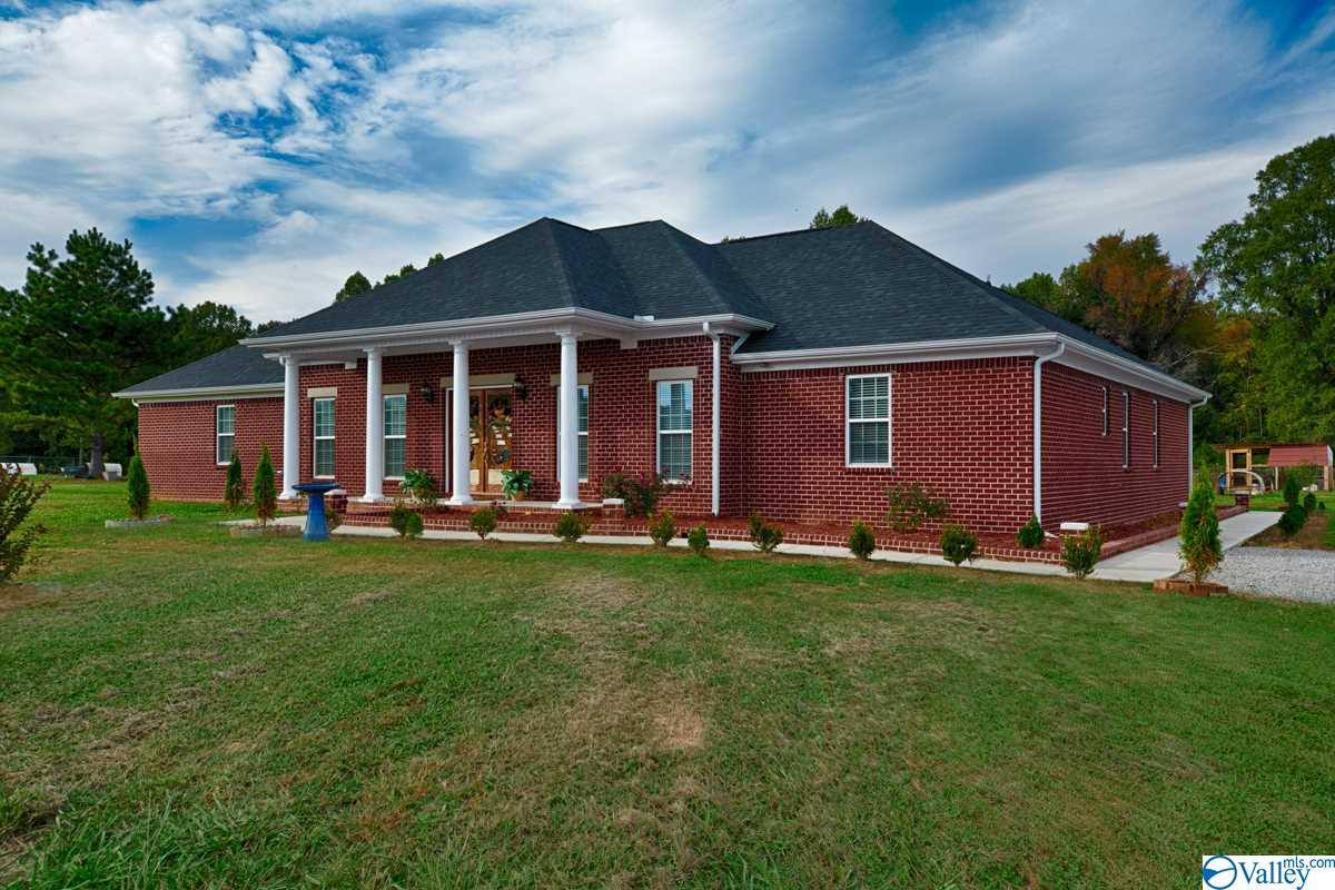 Photo of home for sale at 11 Henderson Road, Ardmore TN