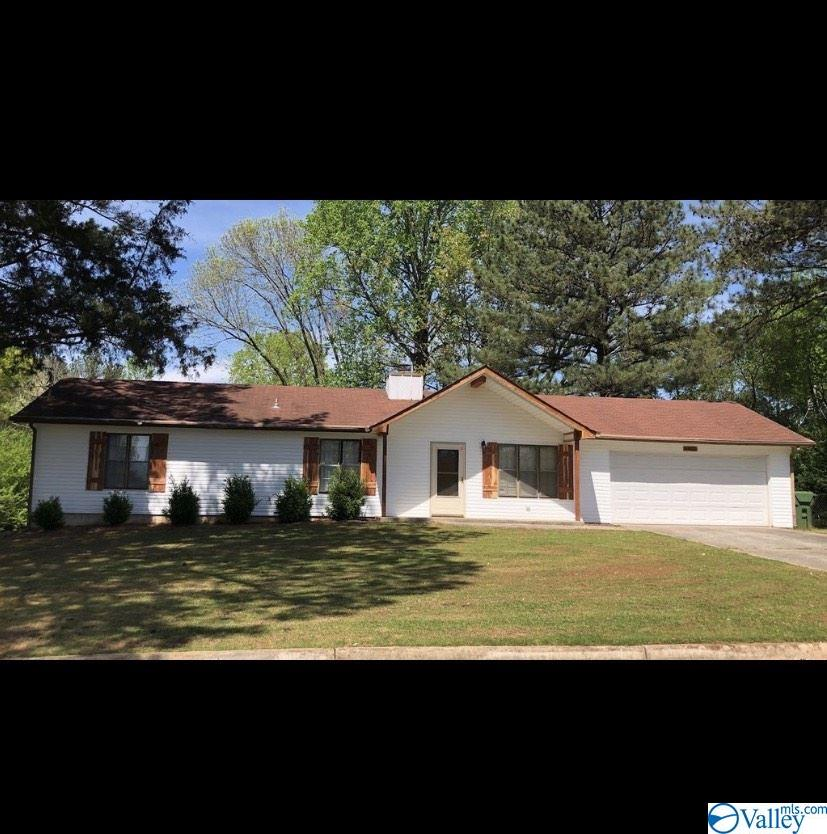 Photo of home for sale at 4902 Middleton Lane, Huntsville AL