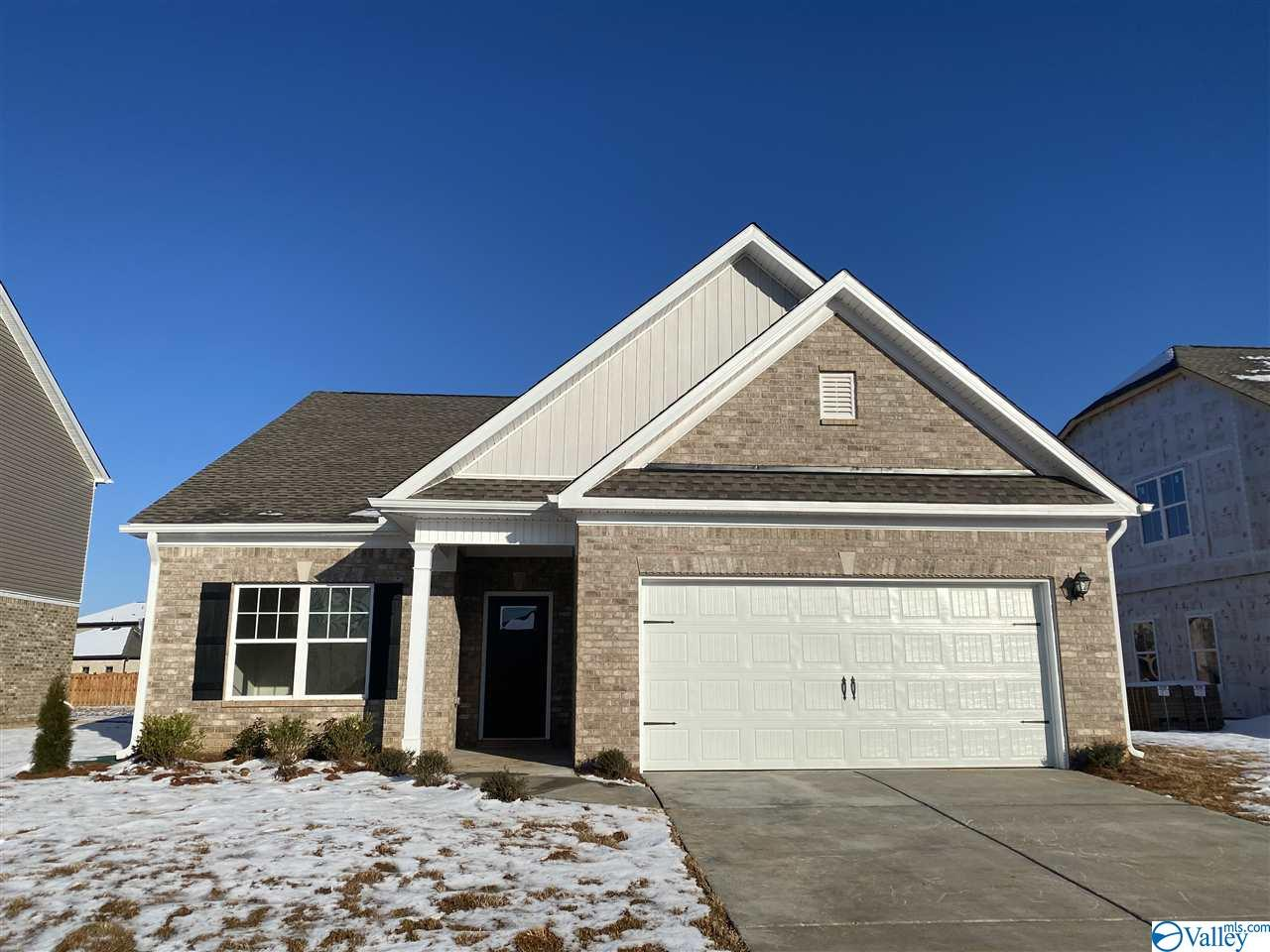 Photo of home for sale at 123 Morning Dew Road, Toney AL