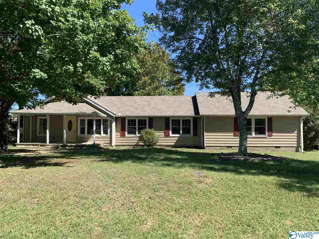 Photo of home for sale at 21230 Alabama Highway 79, Scottsboro AL