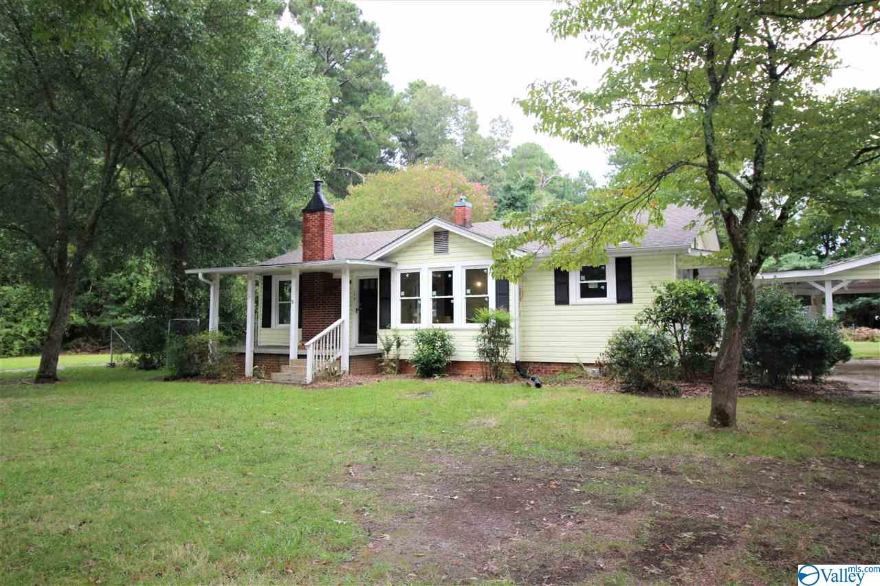 Photo of home for sale at 1140 Bay Springs Road, Centre AL
