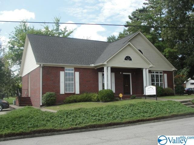 Photo of home for sale at 110 Bay Street, Gadsden AL