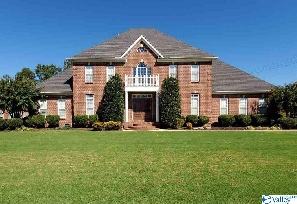 Photo of home for sale at 3007 Lenox Drive, Decatur AL