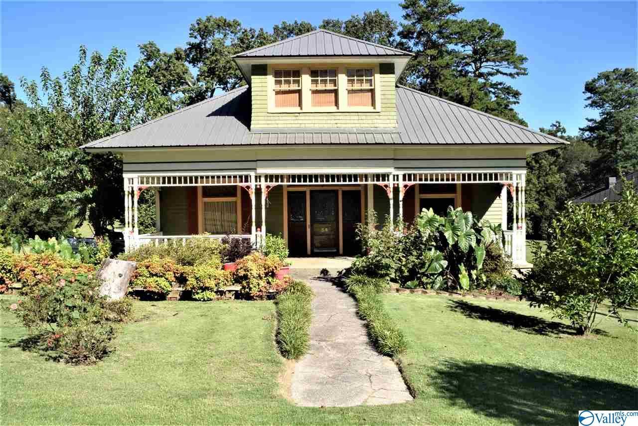 Photo of home for sale at 34 Cabot Avenue, Gadsden AL
