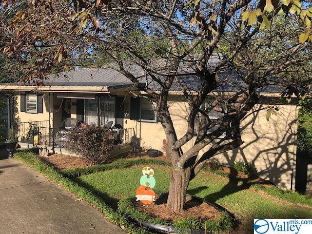 Photo of home for sale at 523 Grand Avenue, Gadsden AL