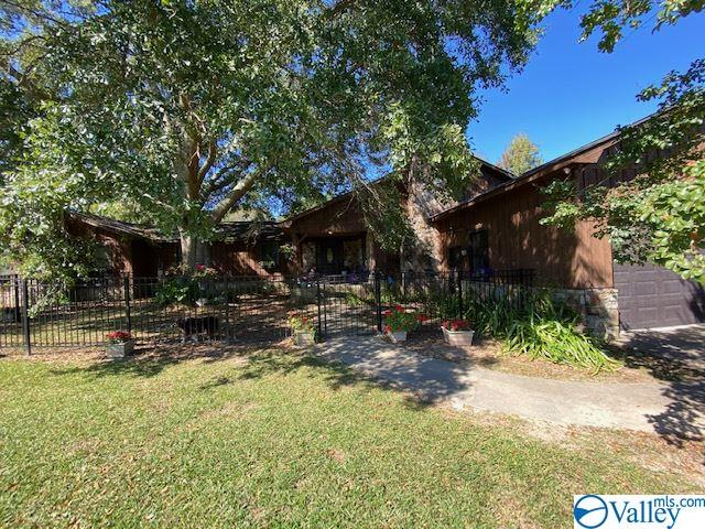 Photo of home for sale at 161 Oakland Drive, Gadsden AL