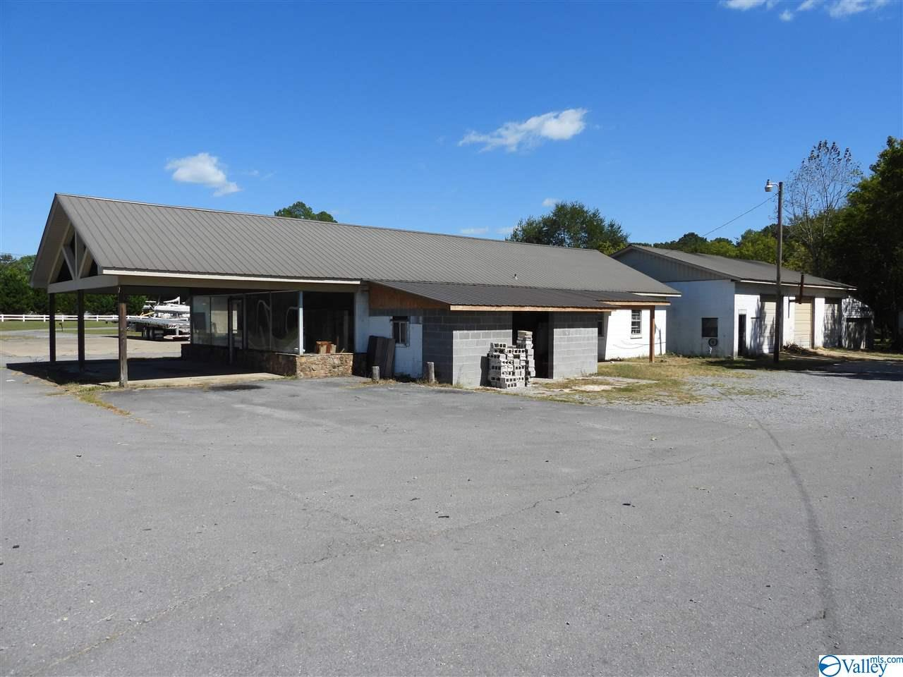 Photo of home for sale at 21350 US Hwy 431, Guntersville AL