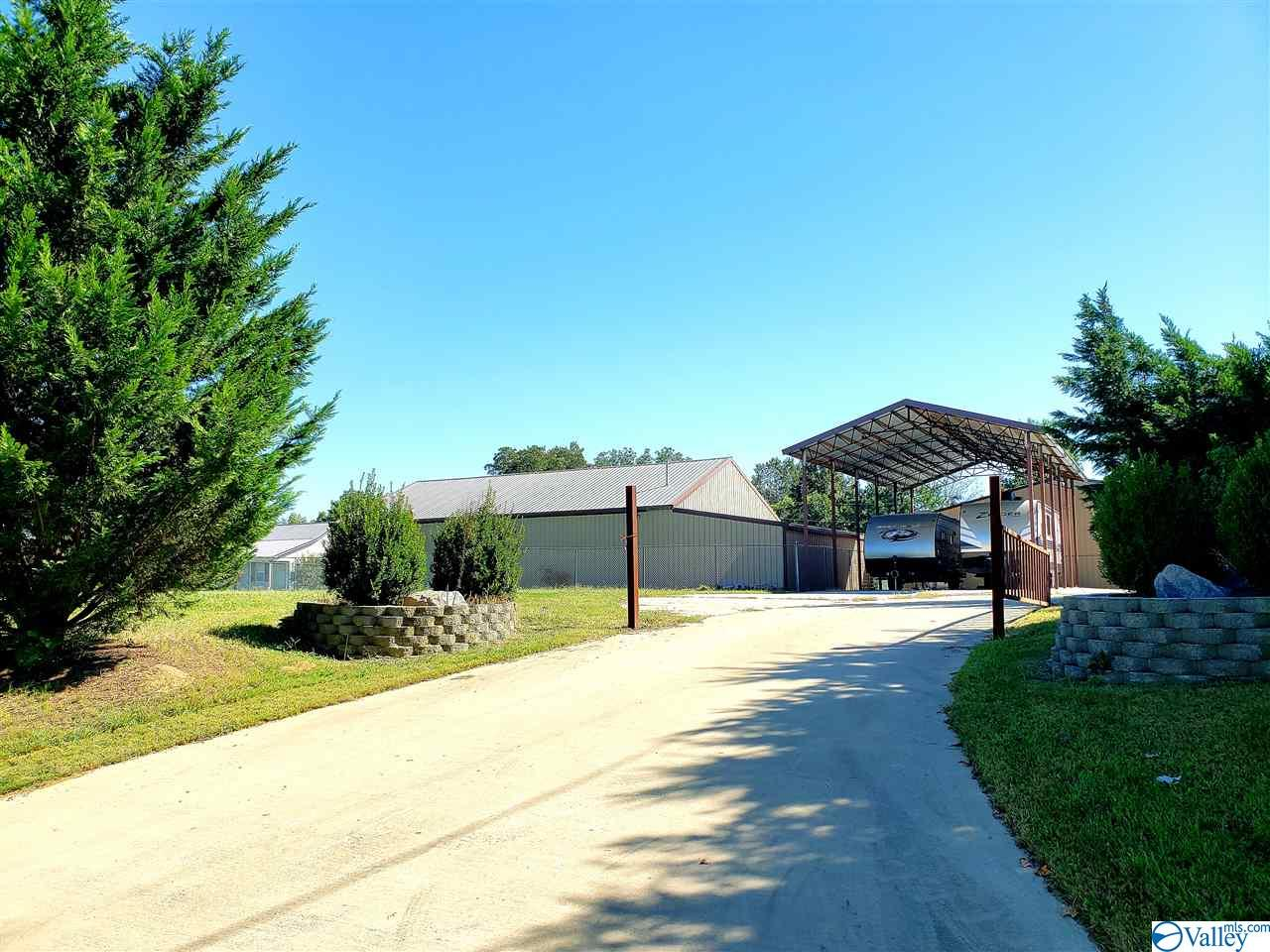 Photo of home for sale at 791 Vines Street, Arab AL