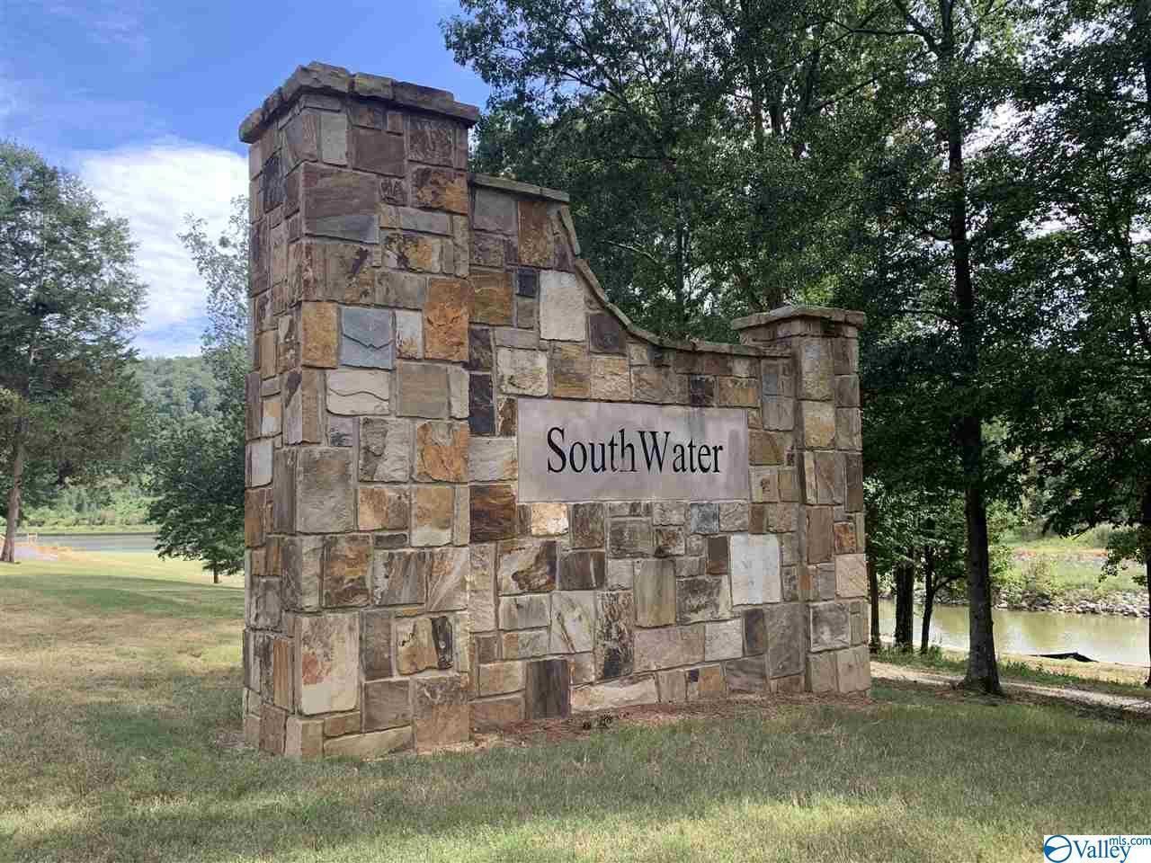 Photo of home for sale at 14 North Harbor Drive, Guntersville AL