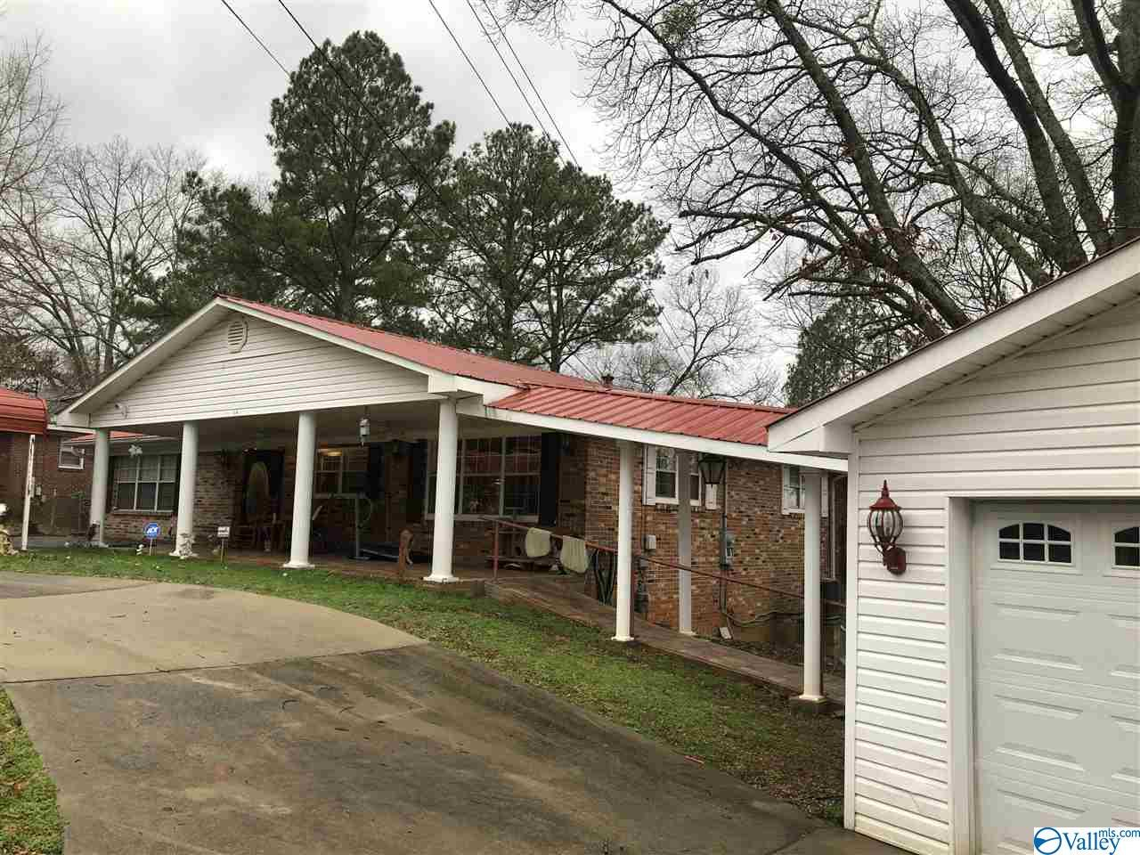 Photo of home for sale at 14 Mont Camille, Anniston AL
