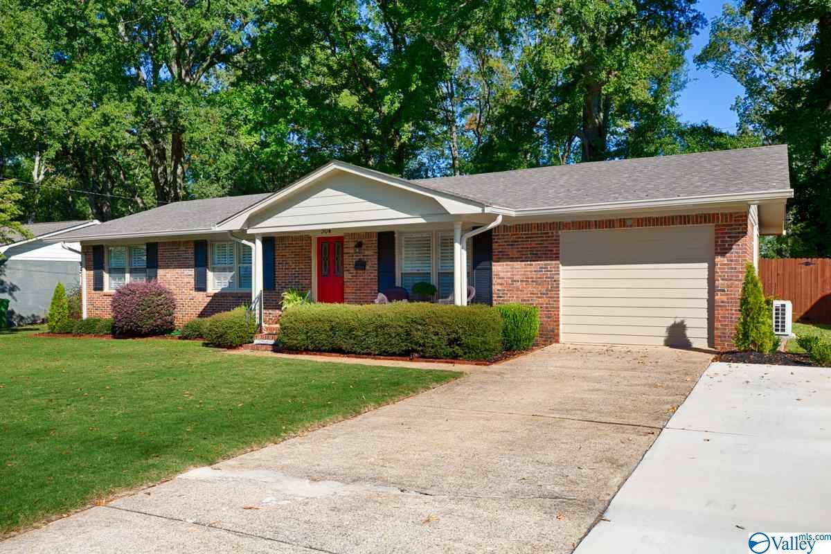 Photo of home for sale at 304 Westchester Avenue, Huntsville AL