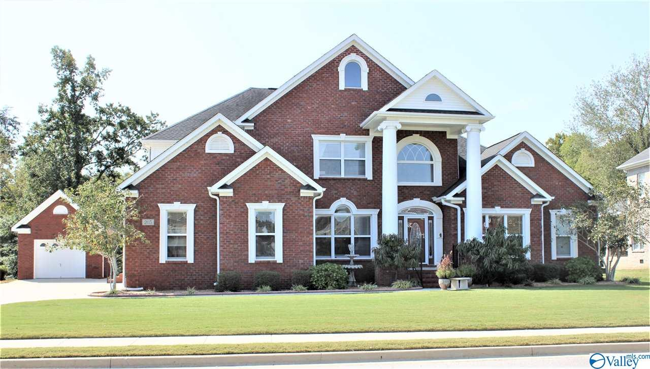 Photo of home for sale at 205 Riverwalk Trail, New Market AL