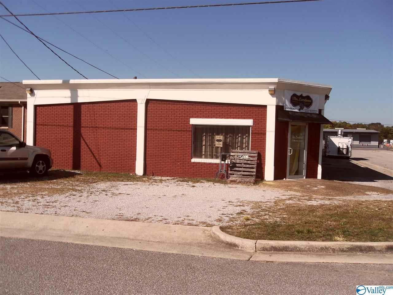 Photo of home for sale at 403 12th Street Se, Decatur AL