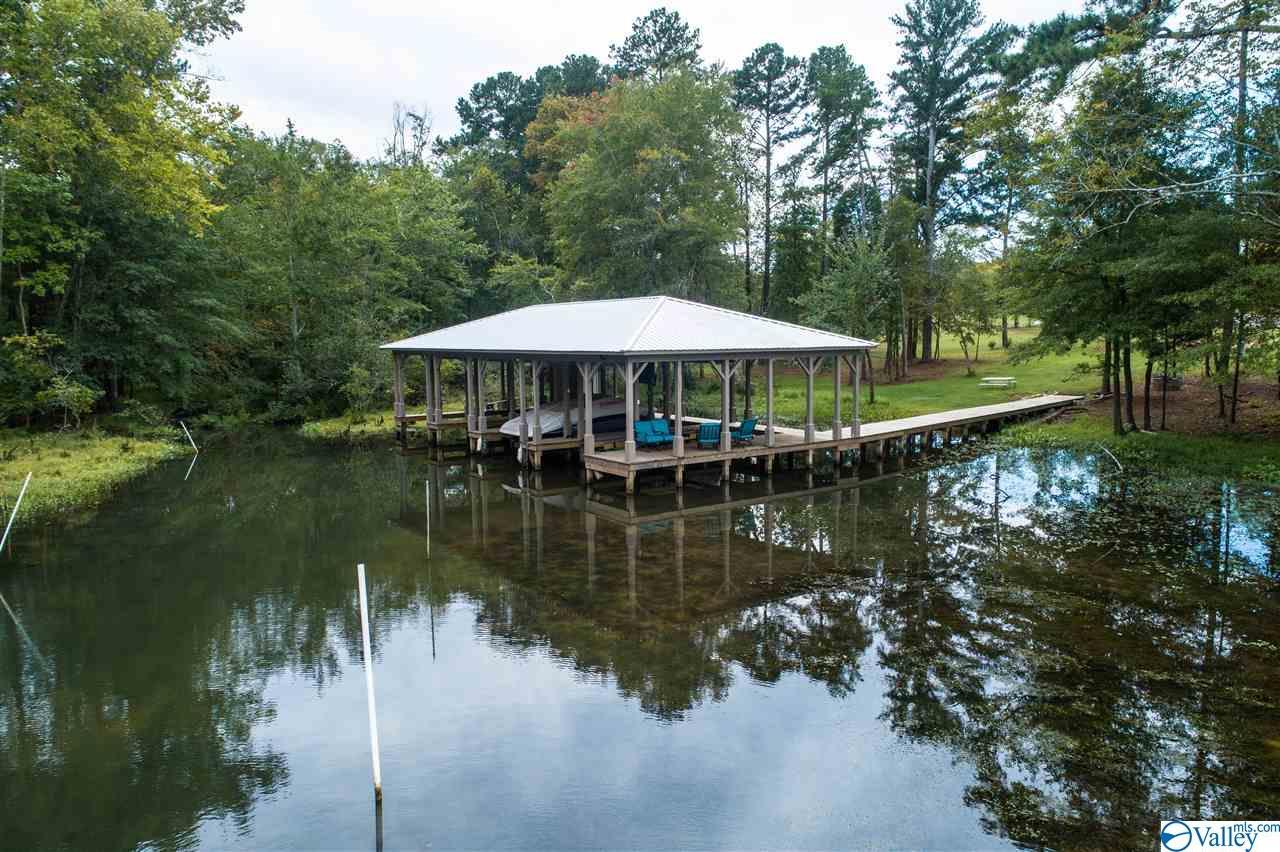 Photo of home for sale at 639 North Shore, Scottsboro AL