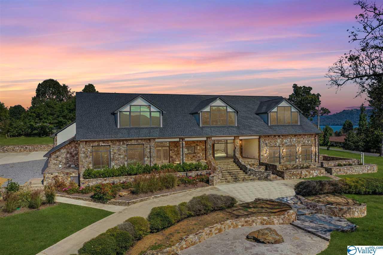 Photo of home for sale at 2195 Buck Island Drive, Guntersville AL
