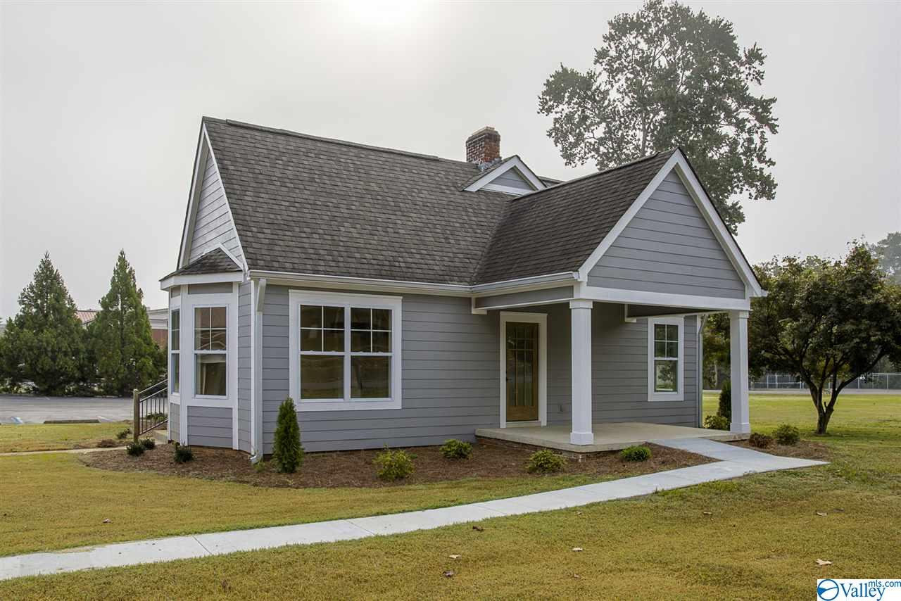 Photo of home for sale at 301 Houston Street, Scottsboro AL