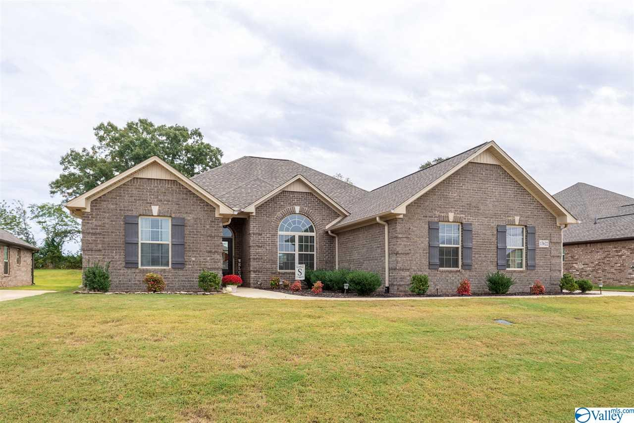 Photo of home for sale at 13622 Arbor Ridge, Madison AL
