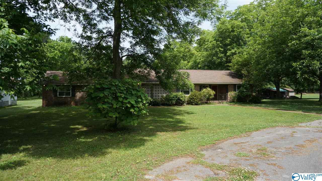 Photo of home for sale at 347 Hills Chapel Road, Hazel Green AL