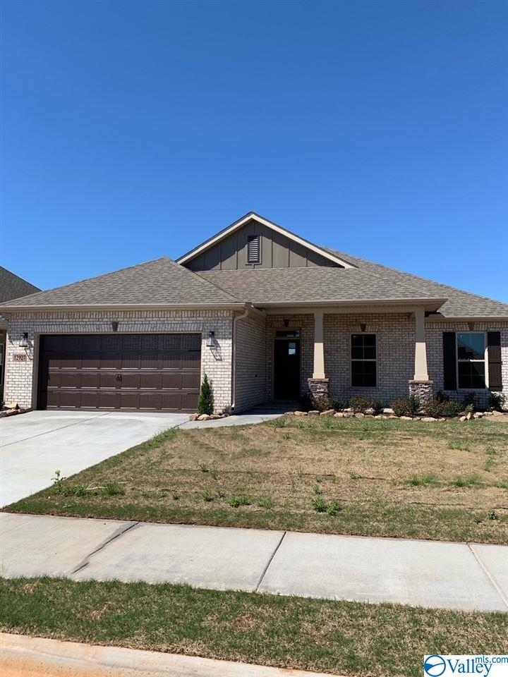 Photo of home for sale at 12927 Coppertop Lane, Madison AL