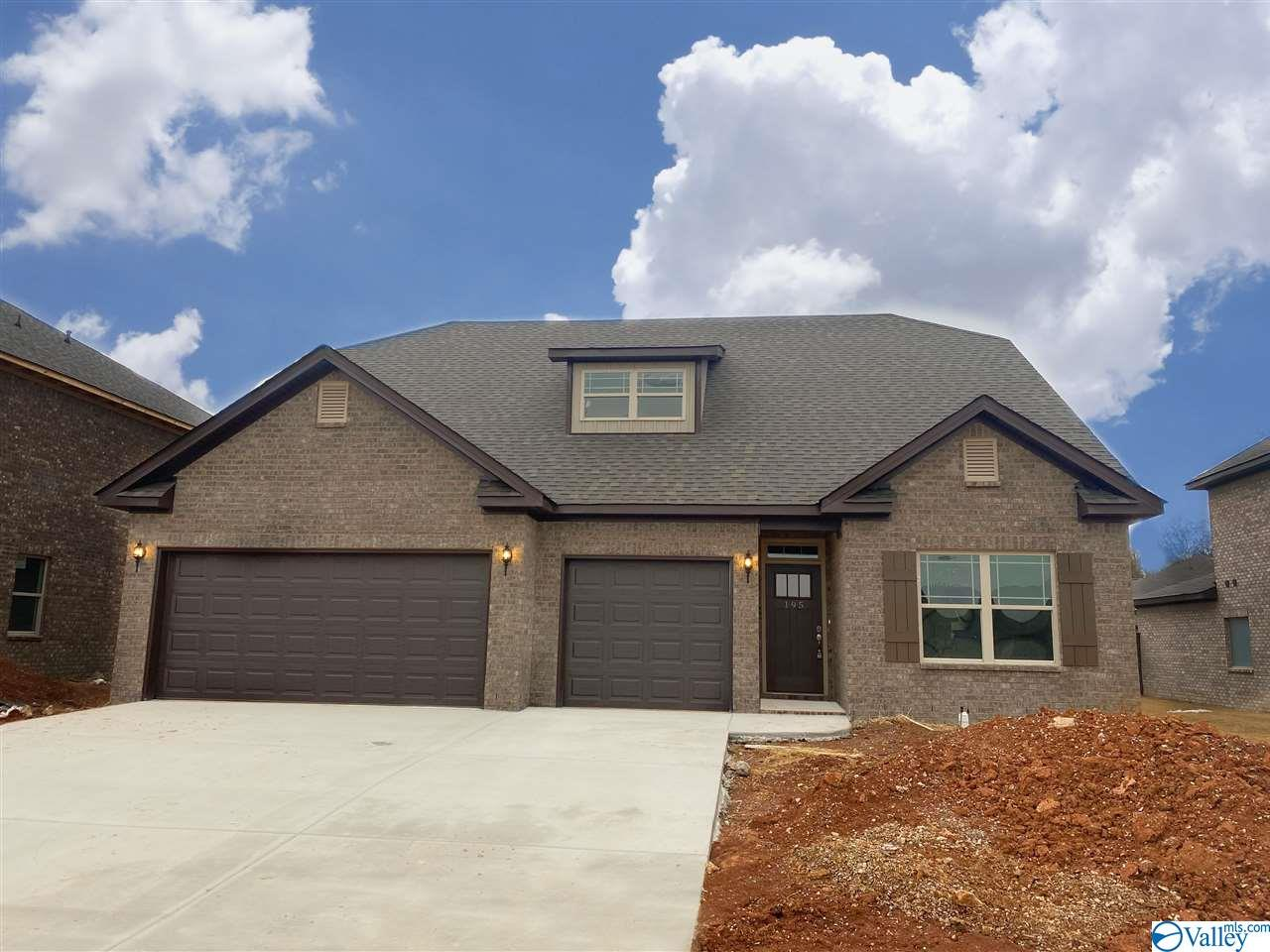 Photo of home for sale at 195 Kingswood Drive, Huntsville AL
