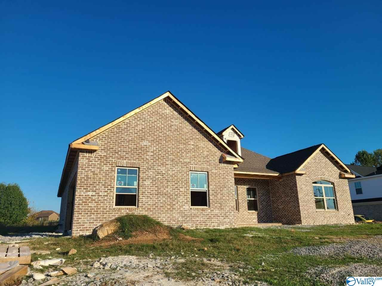 Photo of home for sale at 105 Waterbury Drive, Harvest AL