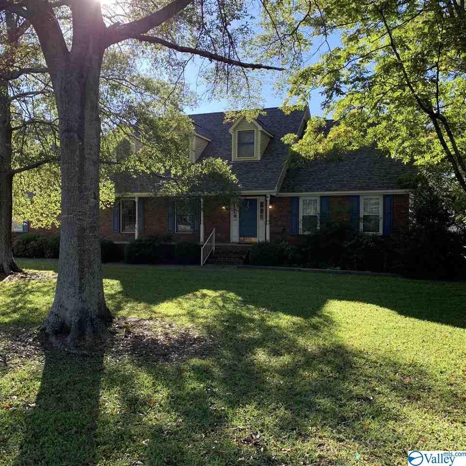 Photo of home for sale at 1505 Bobo Street, Albertville AL