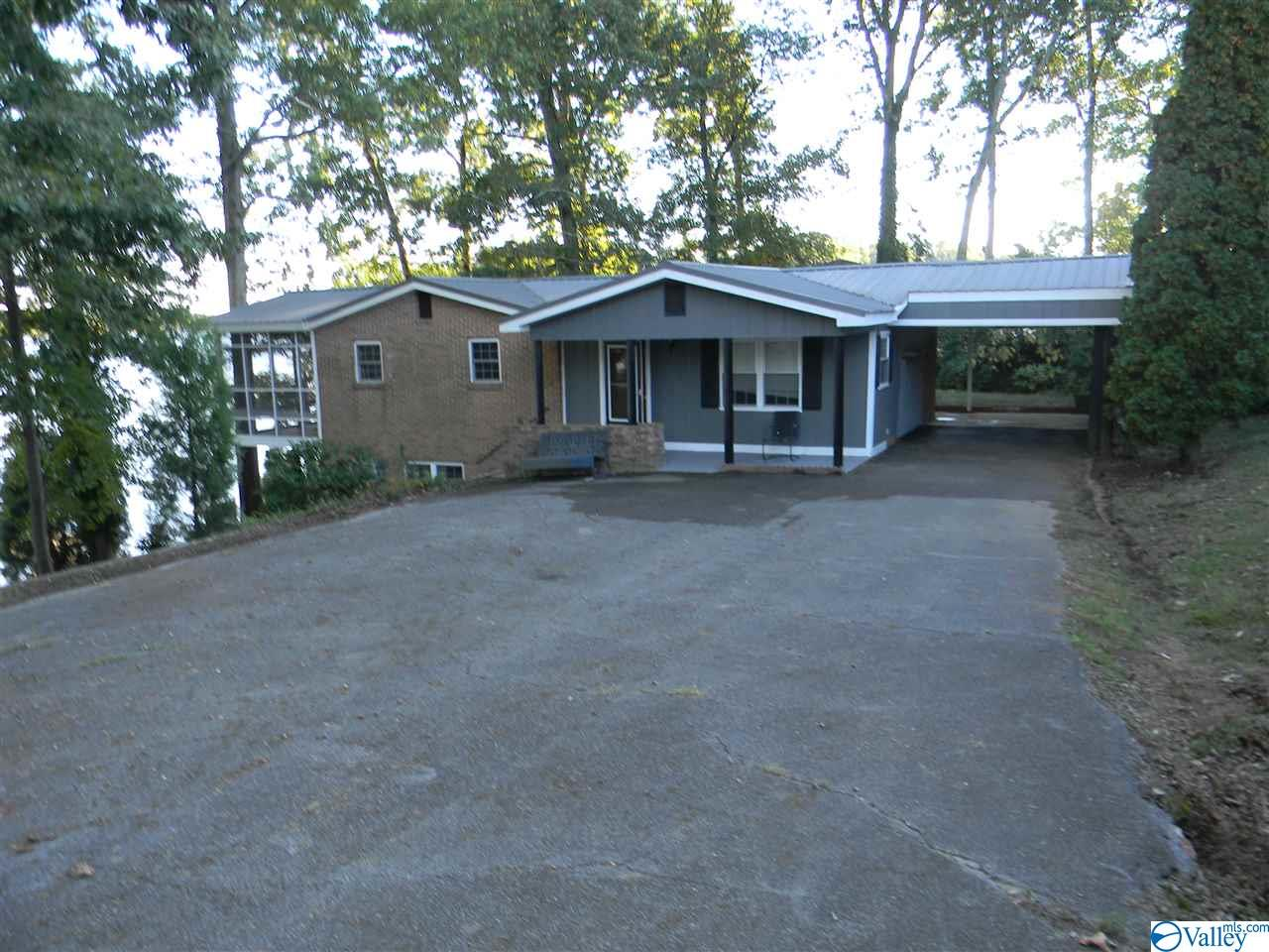 Photo of home for sale at 210 County Road 562, Leesburg AL