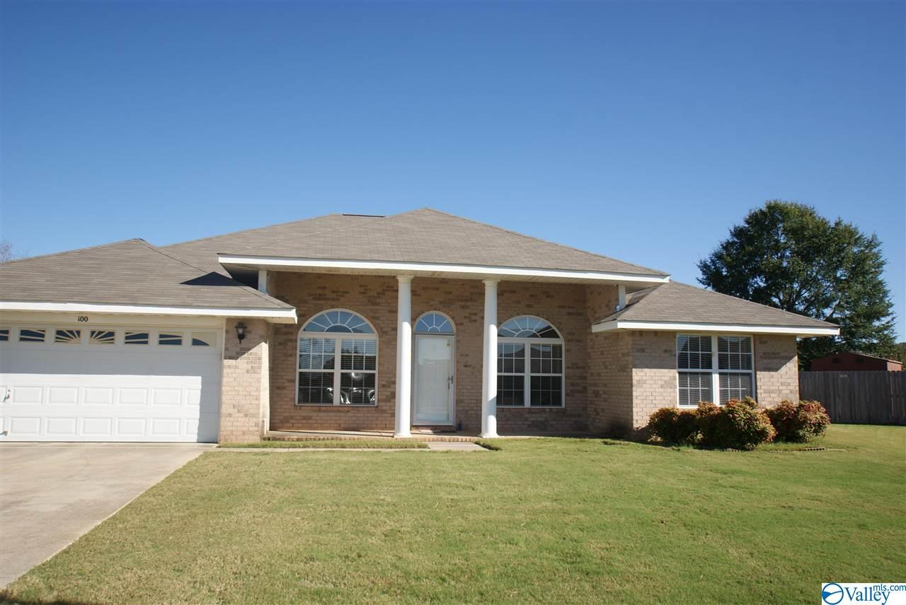 Photo of home for sale at 100 Hoven Court, Huntsville AL