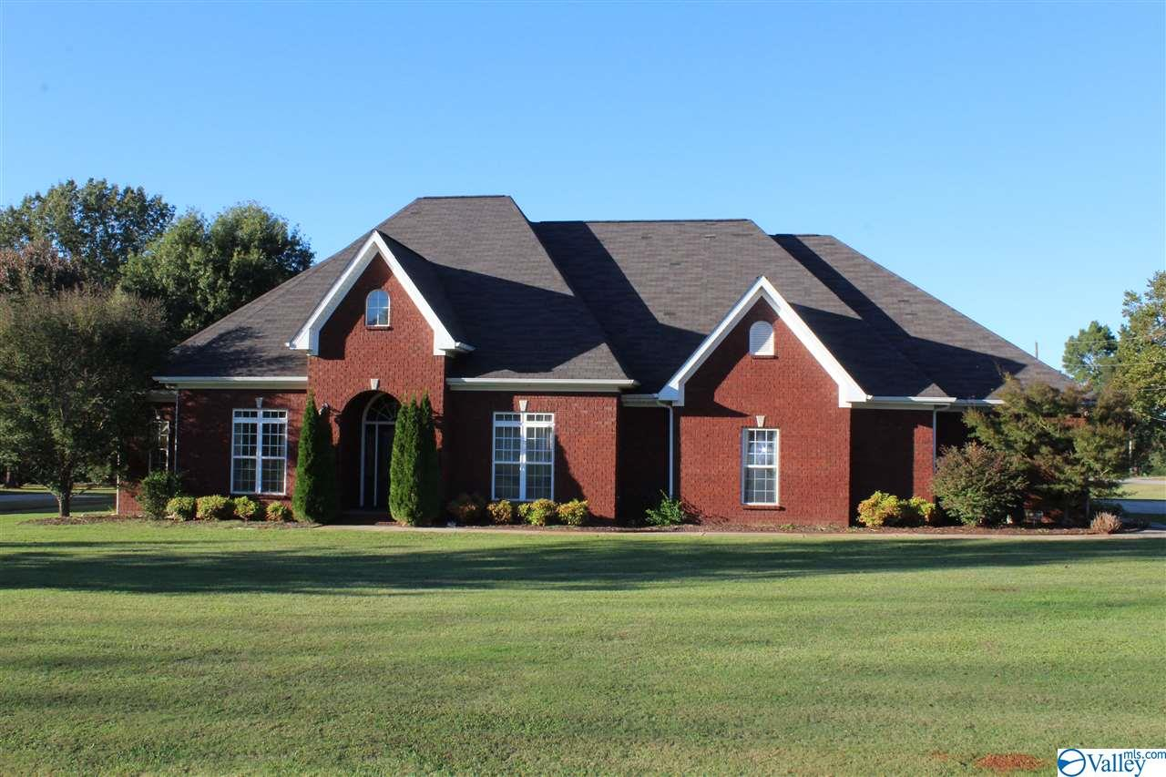 Photo of home for sale at 14 Amber Drive, Decatur AL