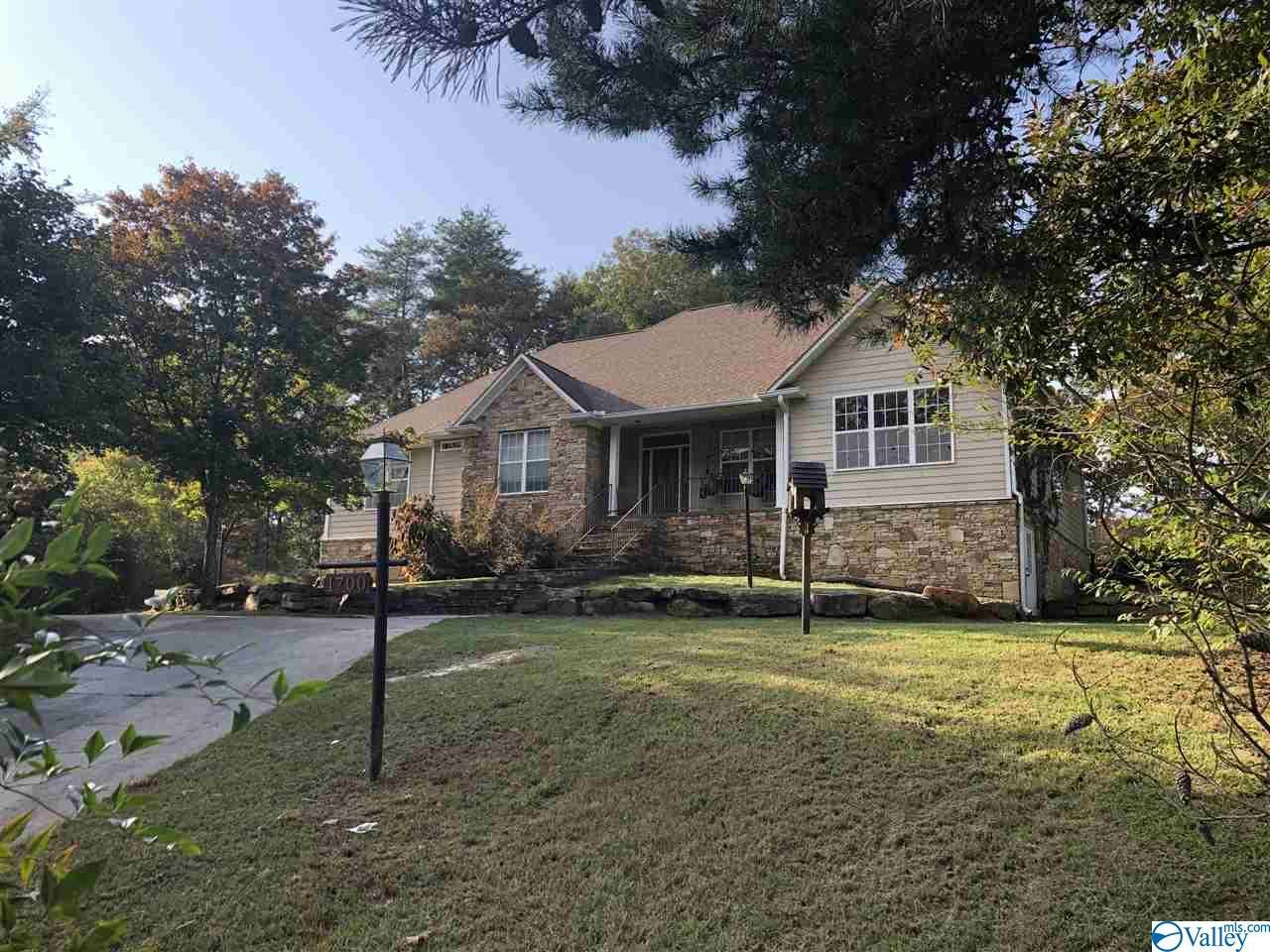 Photo of home for sale at 1700 Scenic Drive, Gadsden AL