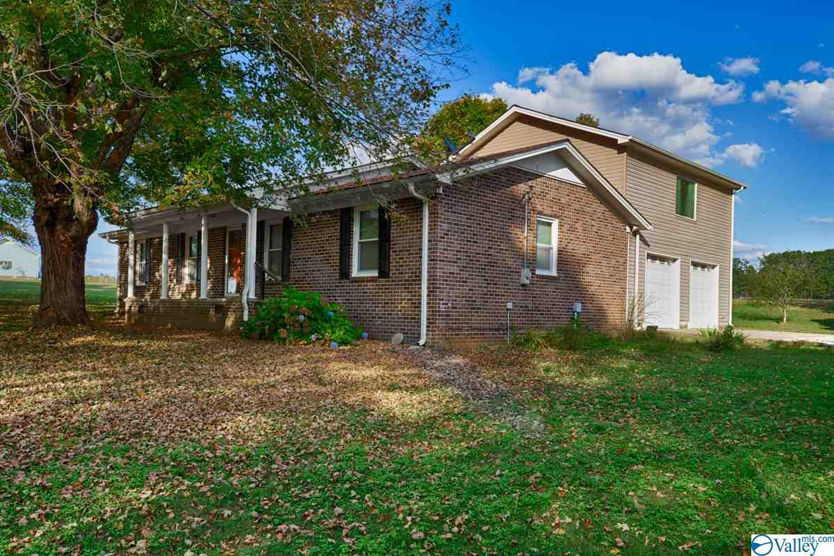 Photo of home for sale at 28836 Old School House Road, Ardmore AL