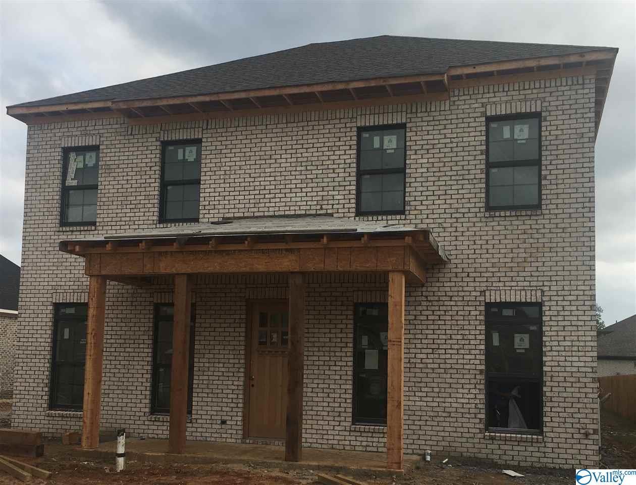 Photo of home for sale at 7118 Kingsbridge Lane, Huntsville AL