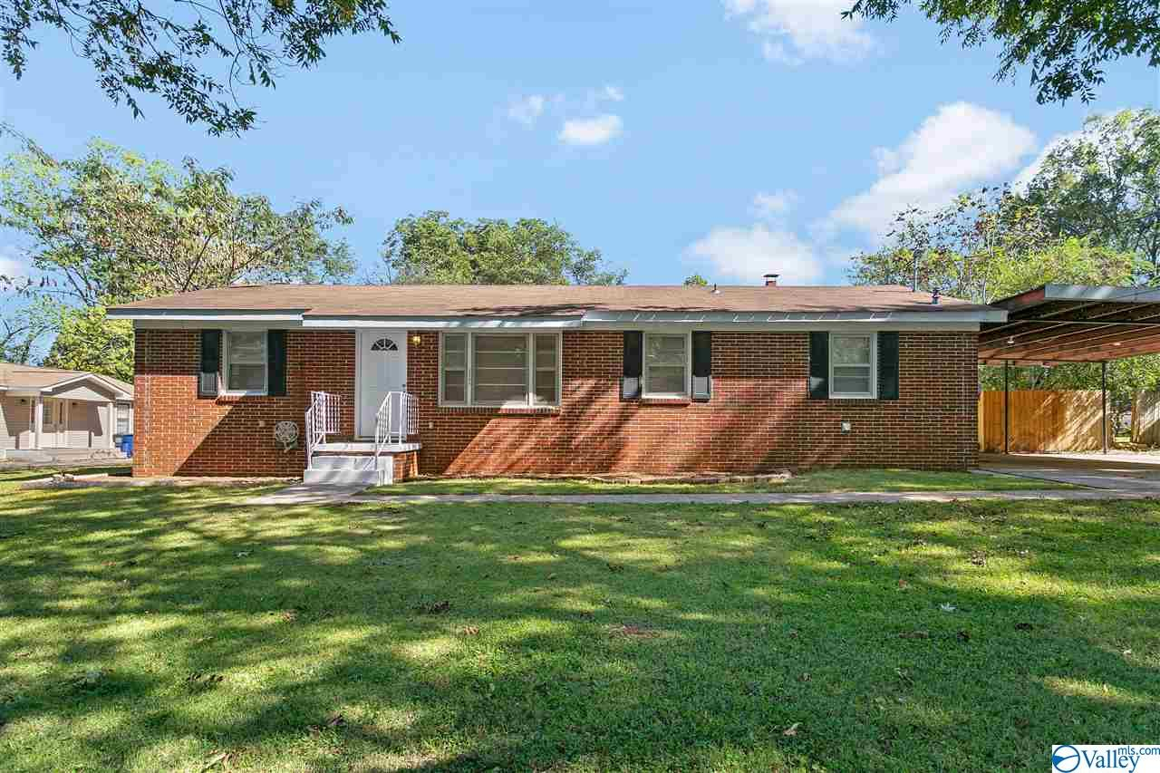 Photo of home for sale at 3206 Searcy Drive, Huntsville AL