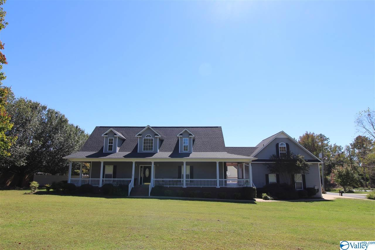 Photo of home for sale at 140 Nancy Street, Boaz AL