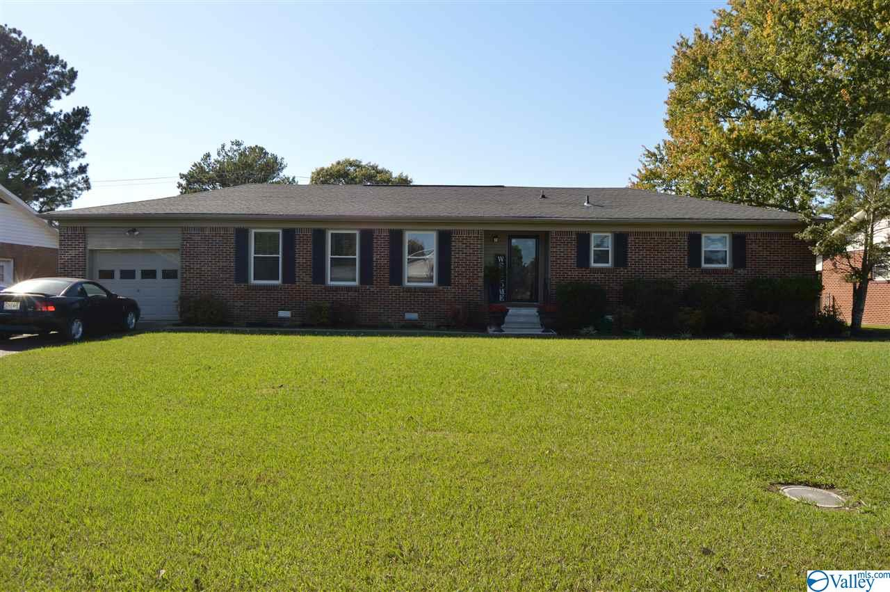 Photo of home for sale at 1809 19th Avenue, Decatur AL
