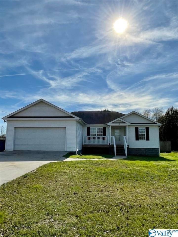 Photo of home for sale at 271 Pleasant Hill Road, Guntersville AL