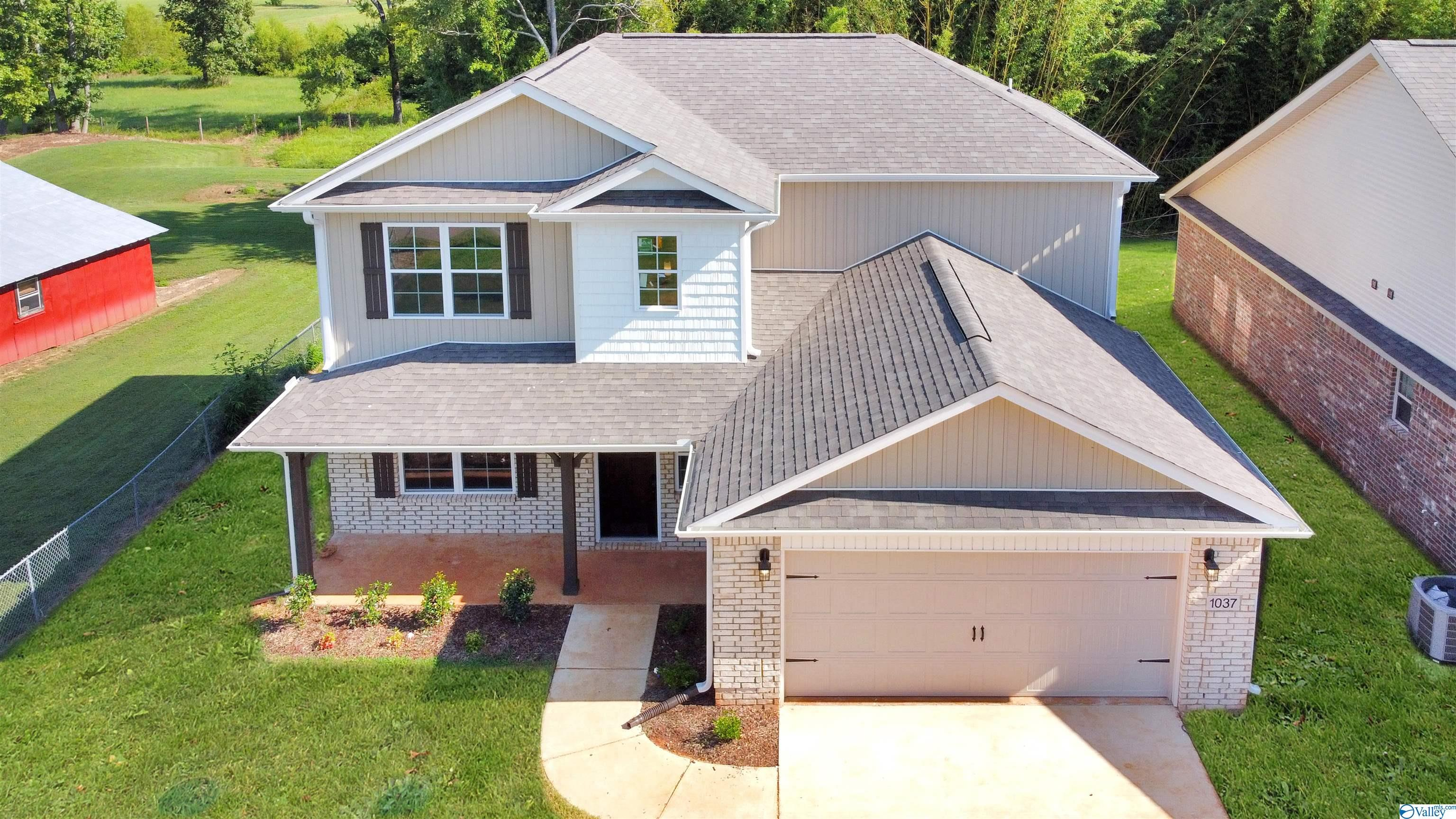 Photo of home for sale at 1037 Orvil Smith Road, Harvest AL