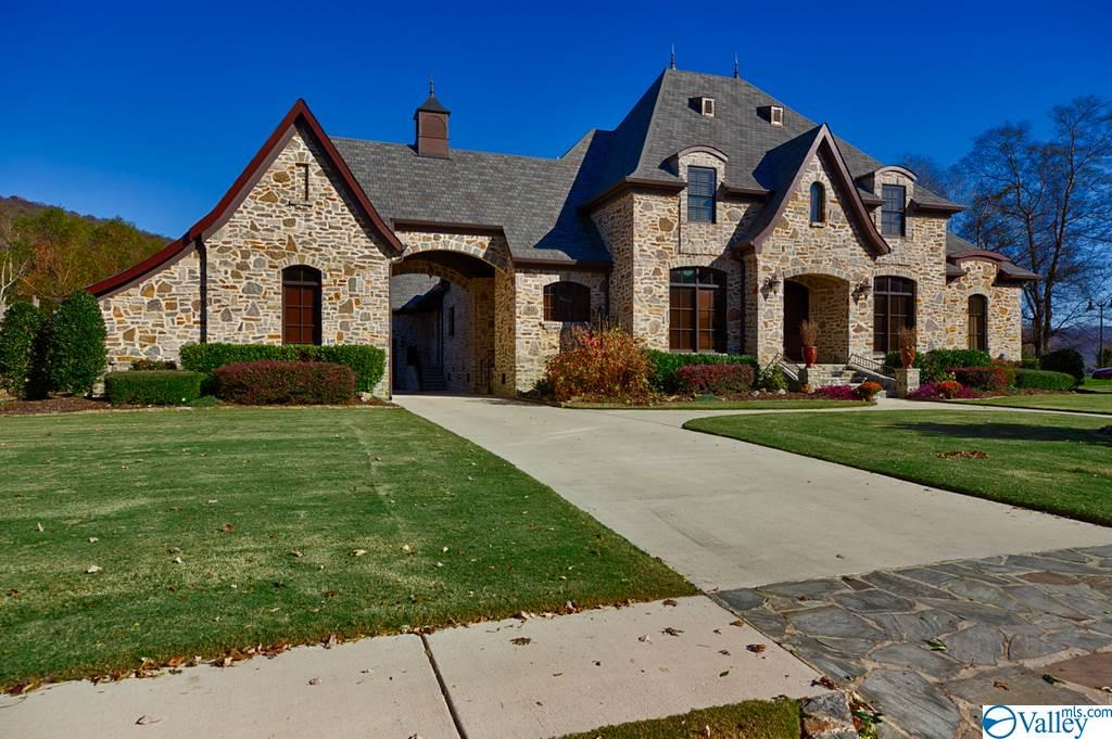 Photo of home for sale at 40 Mcmullen Lane, Gurley AL