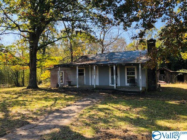 Photo of home for sale at 960 County Road 639, Mentone AL
