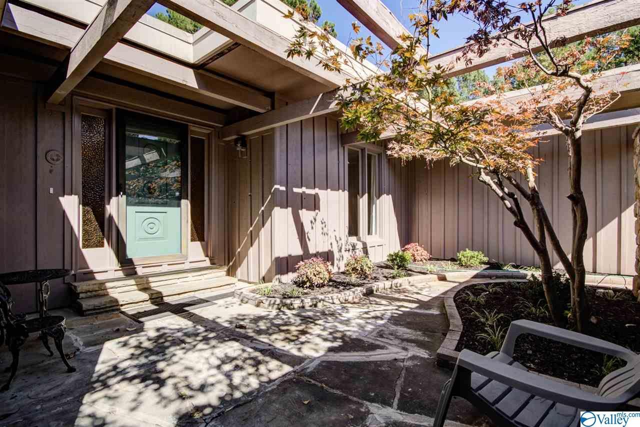 Photo of home for sale at 1201 Huntsville Hills Drive, Huntsville AL