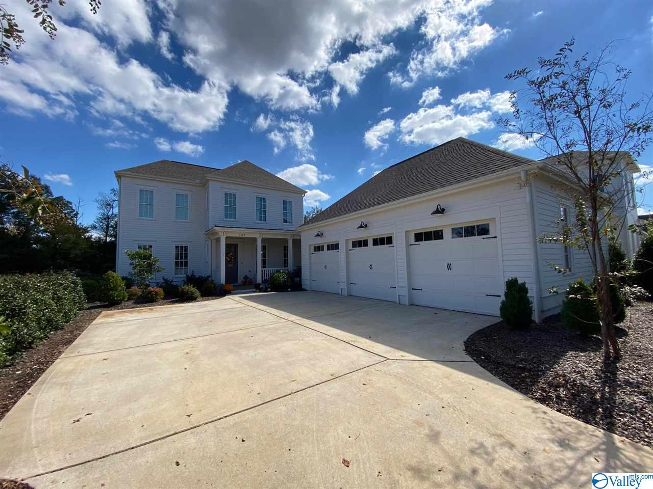Photo of home for sale at 127 Oak Manor Lane, Madison AL