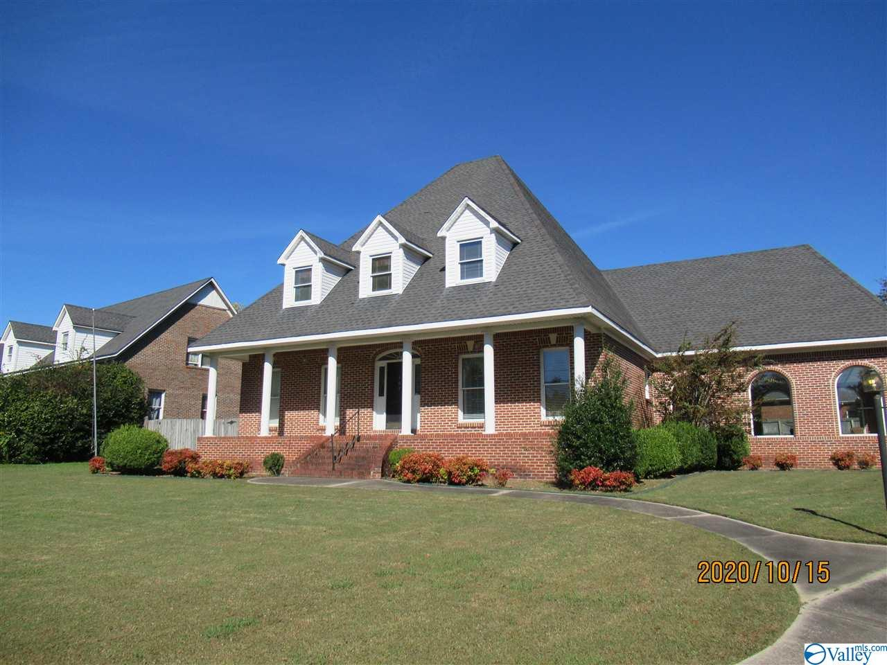 Photo of home for sale at 309 Woodfield Street, Hartselle AL