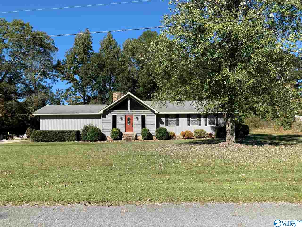 Photo of home for sale at 1152 Johnson Road, Gadsden AL