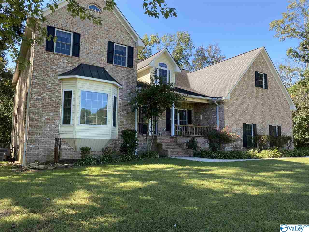 Photo of home for sale at 445 Summerville Road, Boaz AL