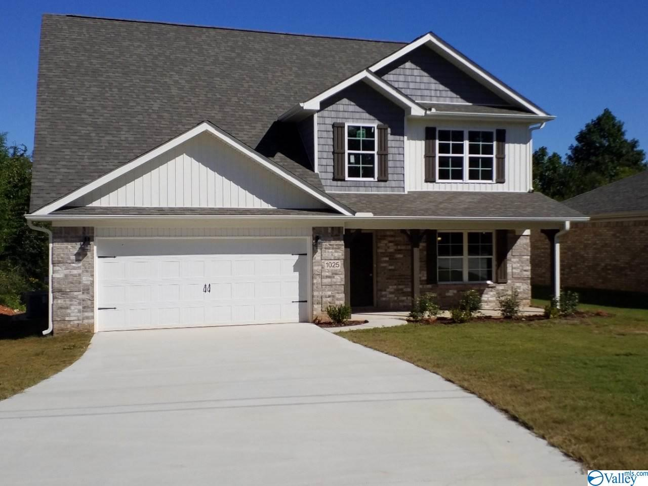 Photo of home for sale at 152 Heritage Way, Toney AL