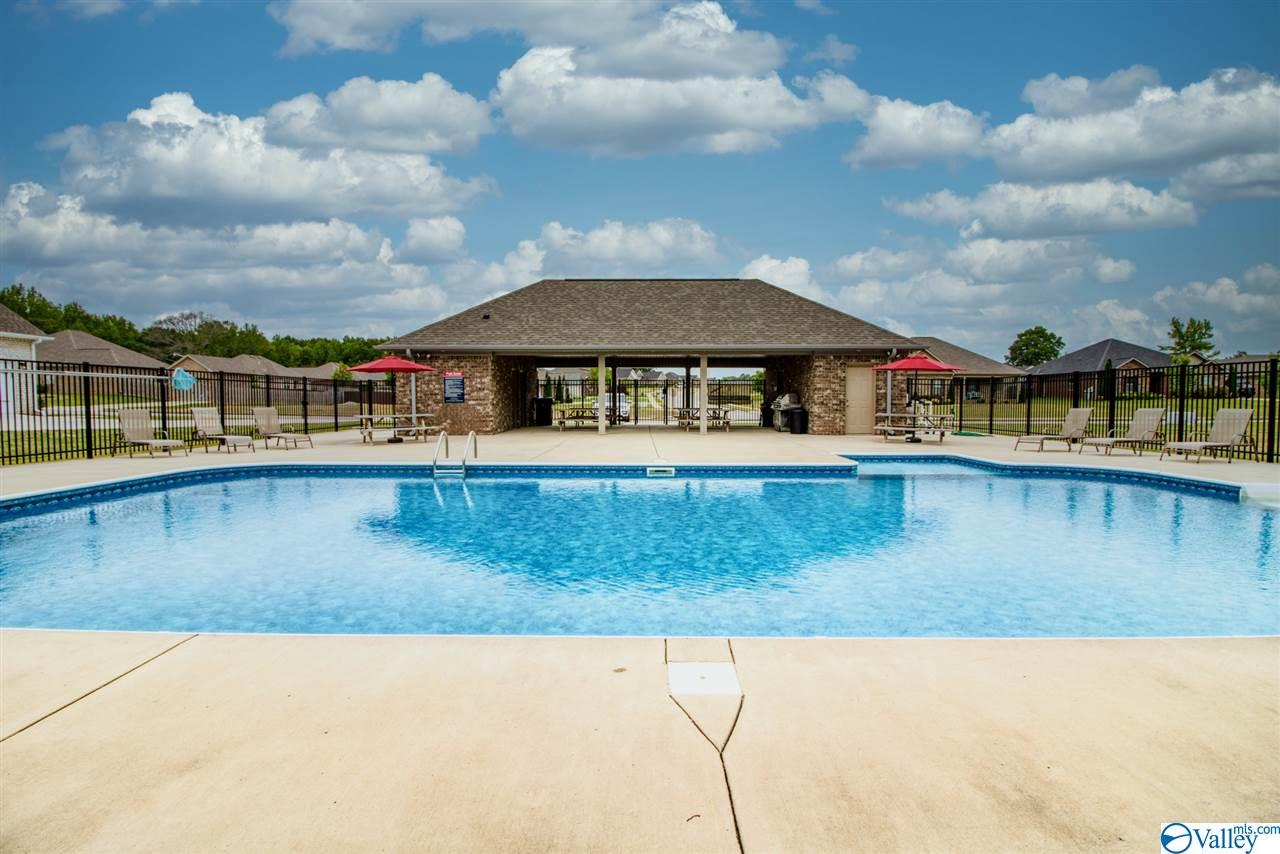 Photo of home for sale at 104 Ivy Meadow Circle, Hazel Green AL